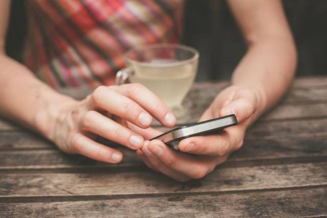 看手機眼花?一招教你恢復視力,玩手機的都要看吧!