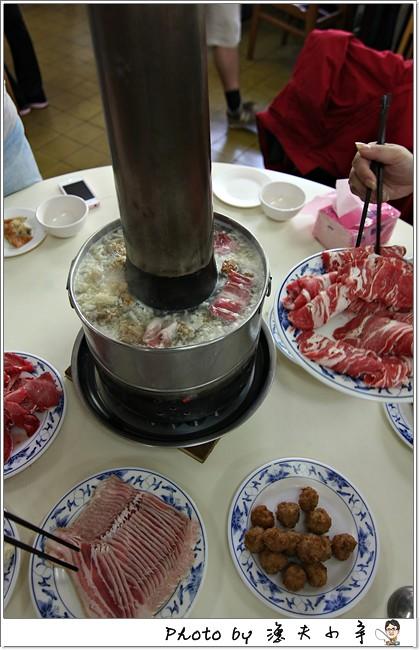 〔台北〕台電勵進餐廳 ─ 排隊美食「酸菜白肉鍋」,蔥油餅、各式小菜也超厲害~