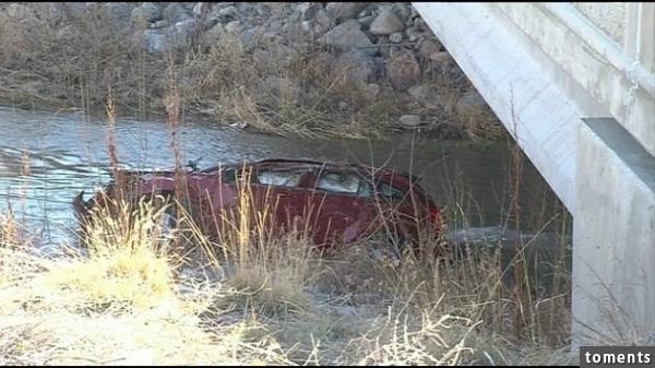 他們聽到女人的「求救聲」發現有車意外墜湖!救護人員一下水後當場嚇傻,沒想到車裡的人竟然....