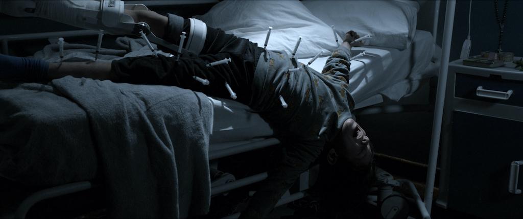 頭部遭電擊、20支針頭插滿身!《6號鬼病床》男童遭虐畫面駭人