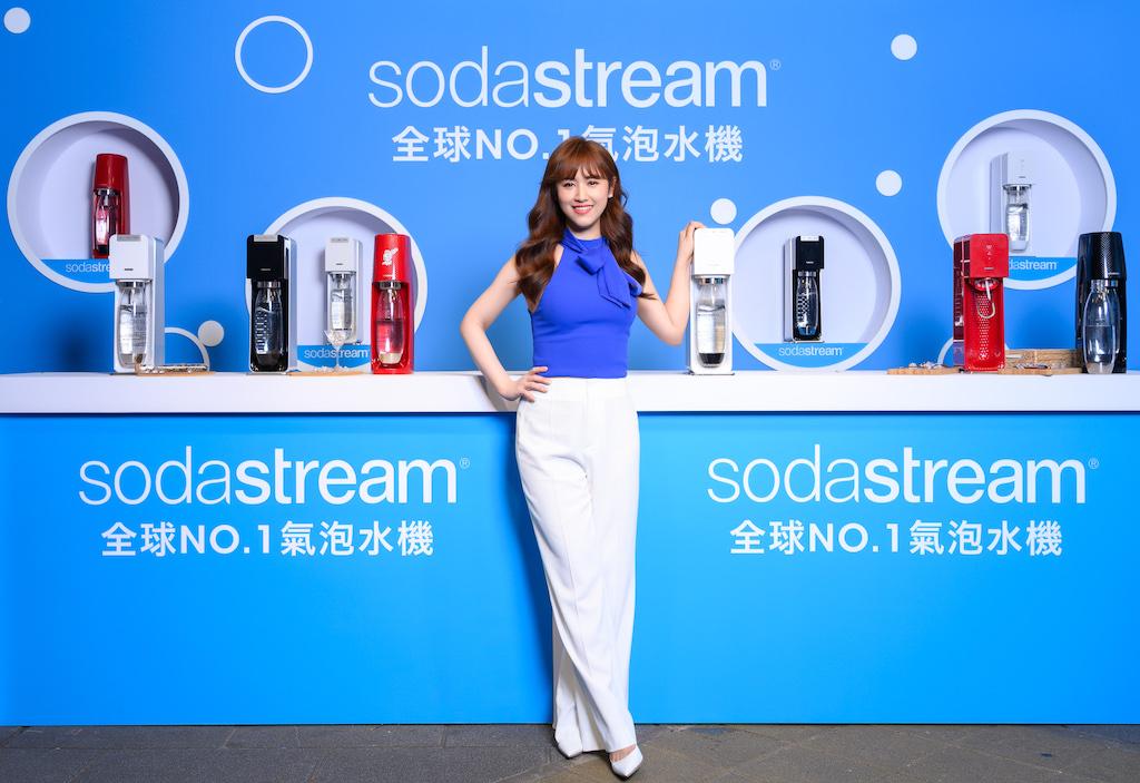 吳姍儒揭幕全台最大氣泡水機開箱今夏最潮口感派對!