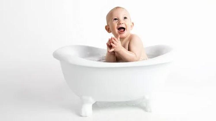 和寶寶一起泡澡