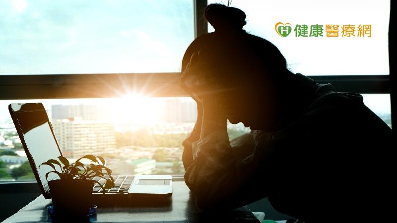 經常頭痛是腦中風前兆? 這些症狀要提高警覺