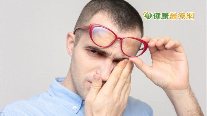 睫毛倒長狂戳眼,要治療嗎? 眼科醫告訴你有哪些傷害