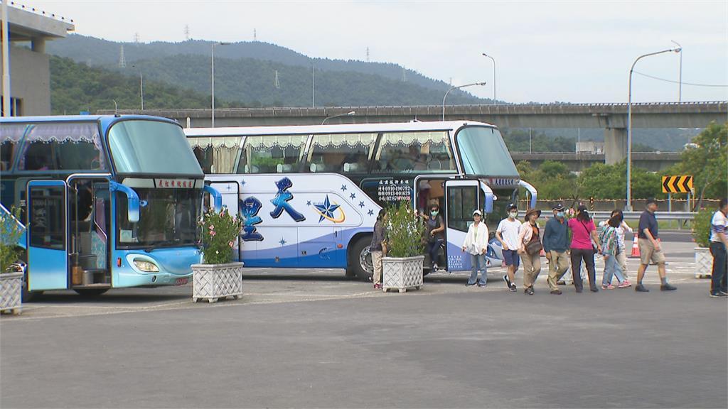 727降級國旅大鬆綁 開放50人出團採「間隔座」