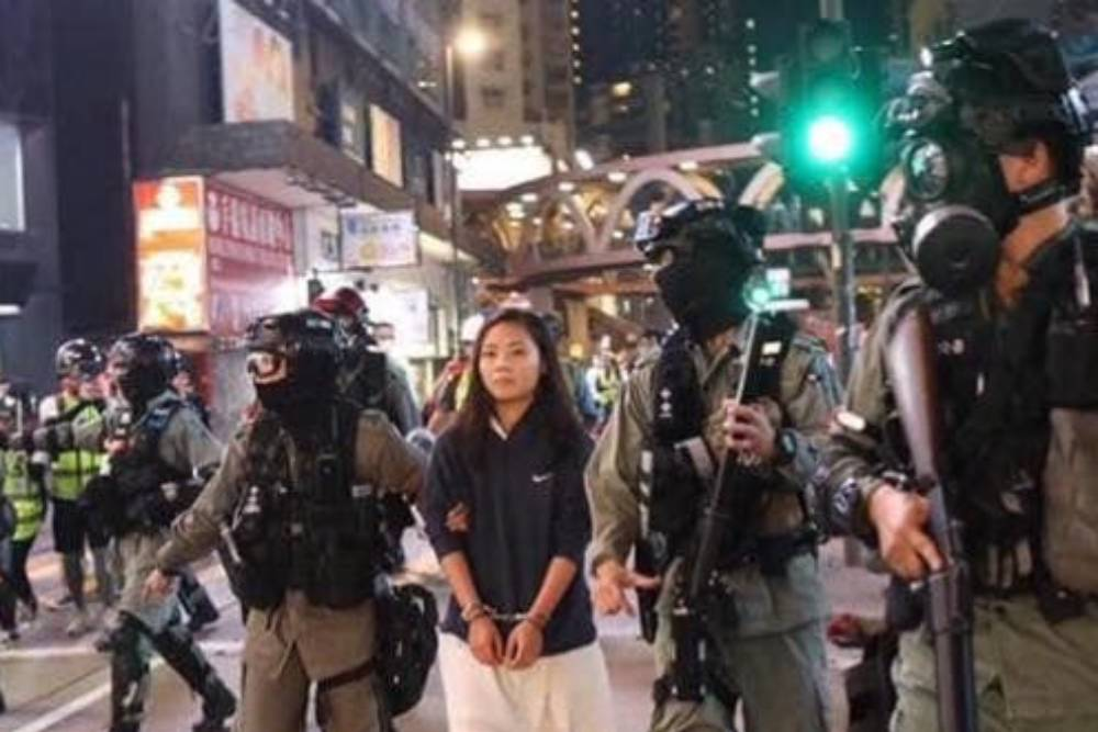 【藍蝴蝶專欄】川爺萬歲!小英全力撐香港,賣力躲美國?