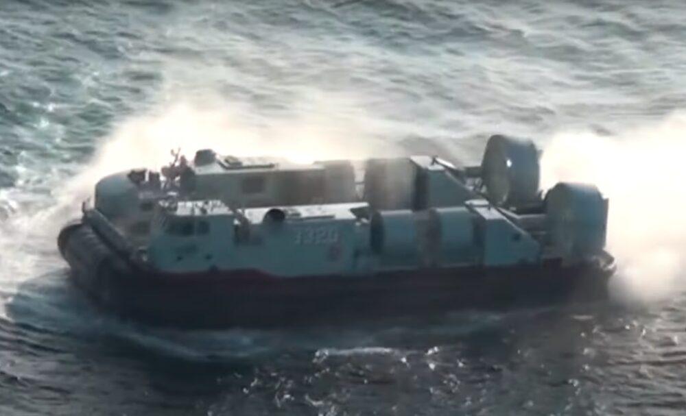 【有影】中共釋解放軍搶灘演習影片 登陸氣墊船726型成亮點