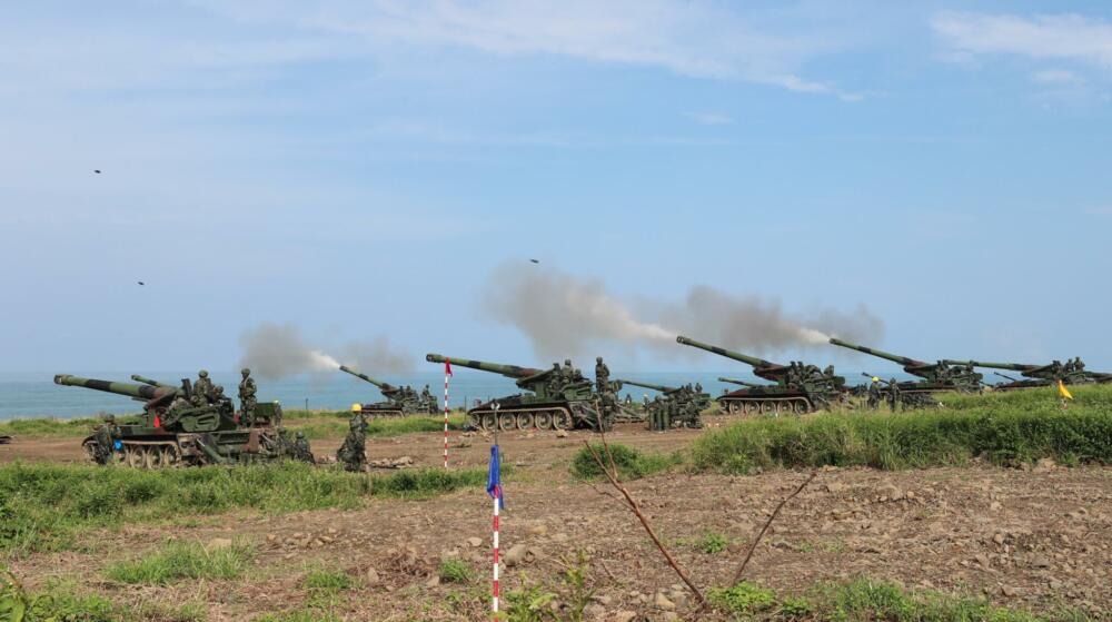 漢光演習/各戰區自走砲、榴炮實彈射擊 展現砲兵強大火力