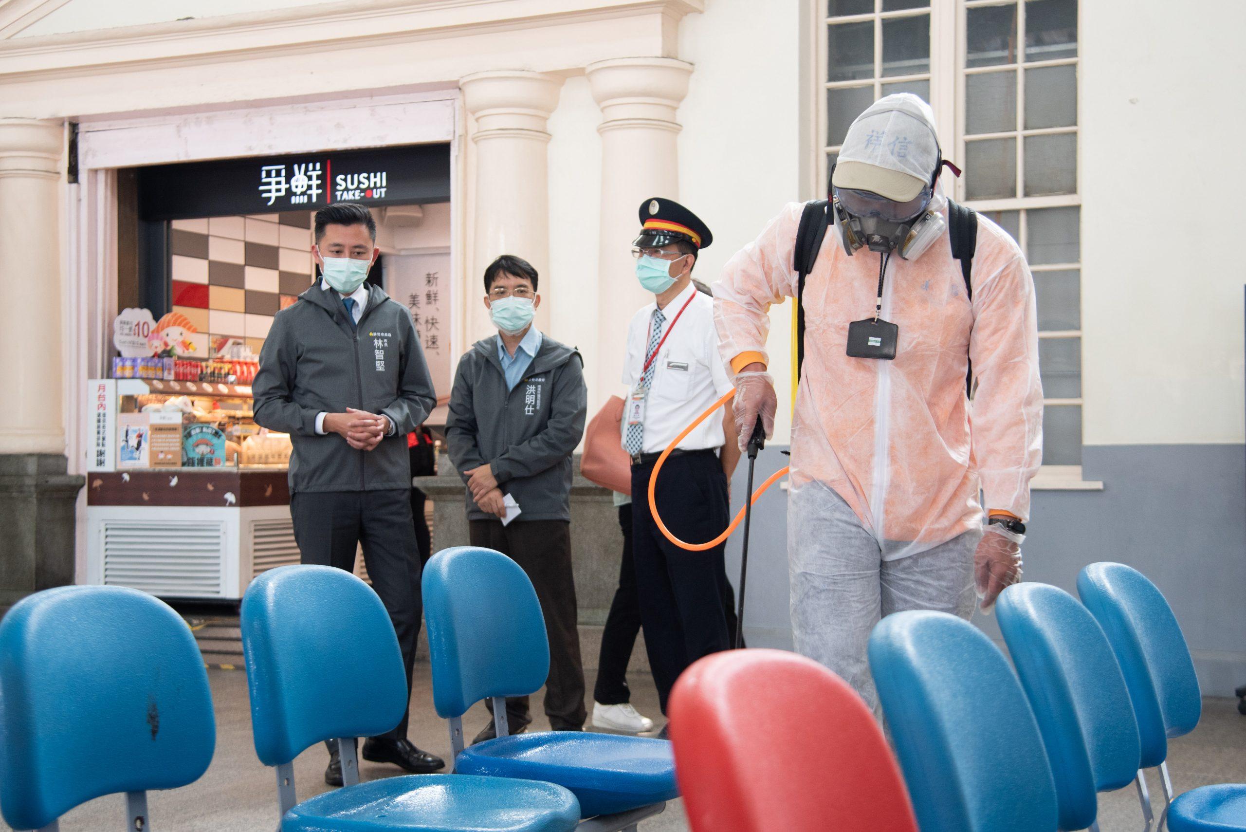 因應疫情 市長林智堅宣布據點供餐不共餐、公有場館加強防疫