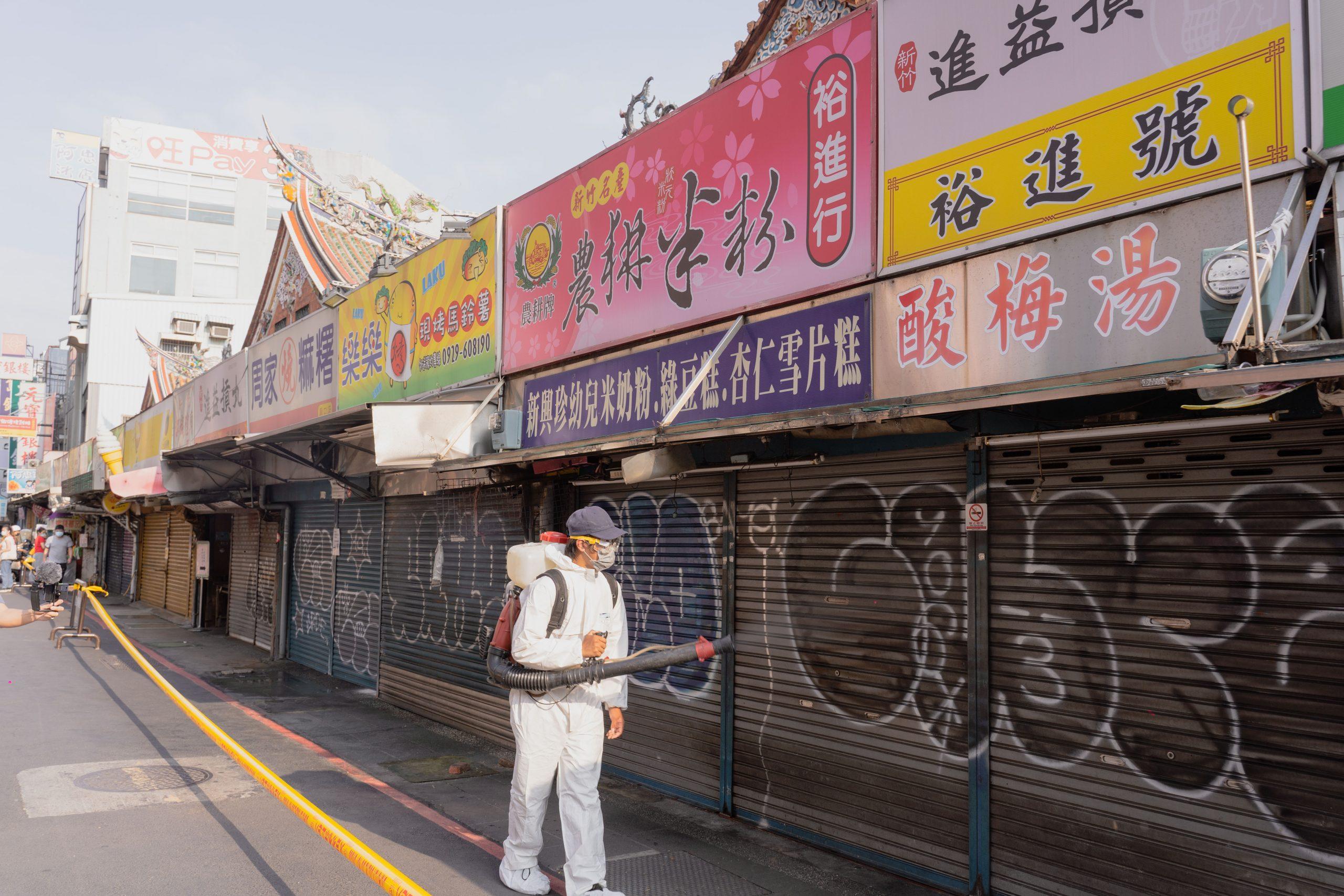 竹市都城隍廟「周邊」商圈有確診者足跡 林智堅市長已全面擴大消毒