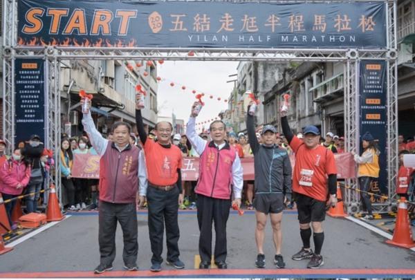 全台第一「走尪馬拉松」 千人熱情開跑