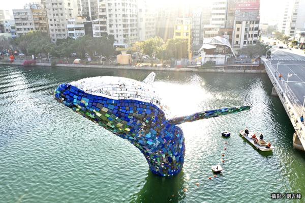 看見台灣之美! 「愛河.愛之鯨」騰躍愛河開幕