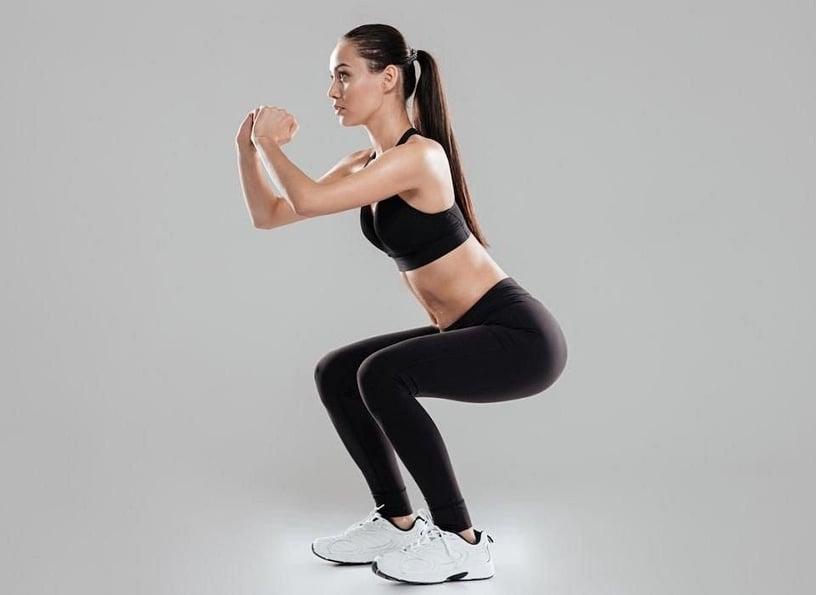 大腿內側狂摩擦!教練傳授瘦大腿「深蹲變化款」,大腿內側肉瘦一圈有感、燃脂效果更高