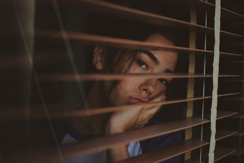 女性憂鬱症高2倍!身旁親友有「這些症狀」逾2周是求救訊號,4大良方幫你遠離憂鬱