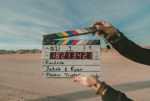 躺著看英文電影有效嗎? 4實用步驟提升英文學習效率!