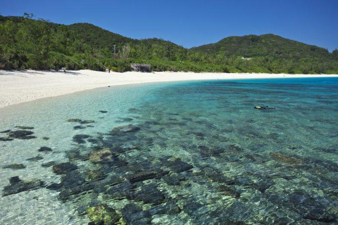 透明獨木舟體驗超特別!沖繩海水浴場10選,夏天就是要玩水!