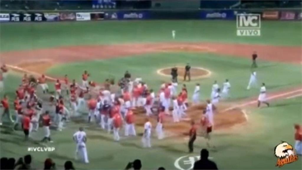 板凳清空擦槍走火 前大聯盟球員持球棒打捕手