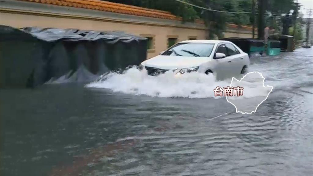 雨彈襲台南! 台南省躬一街一度淹到30公分