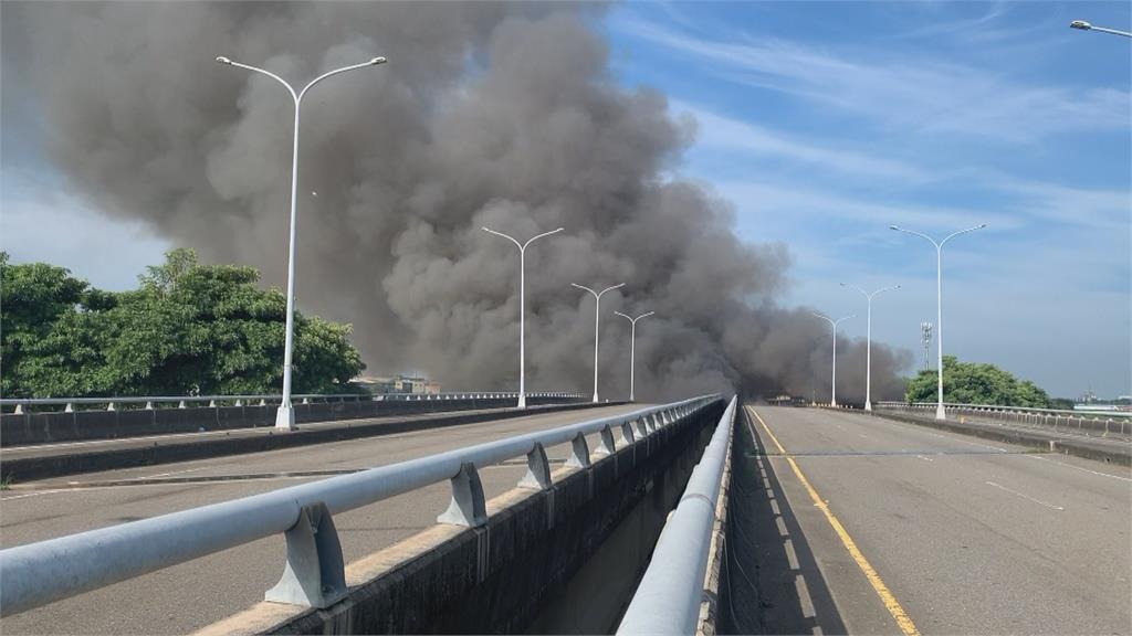 6公里外見濃煙 斗六臨時家具回收區大火