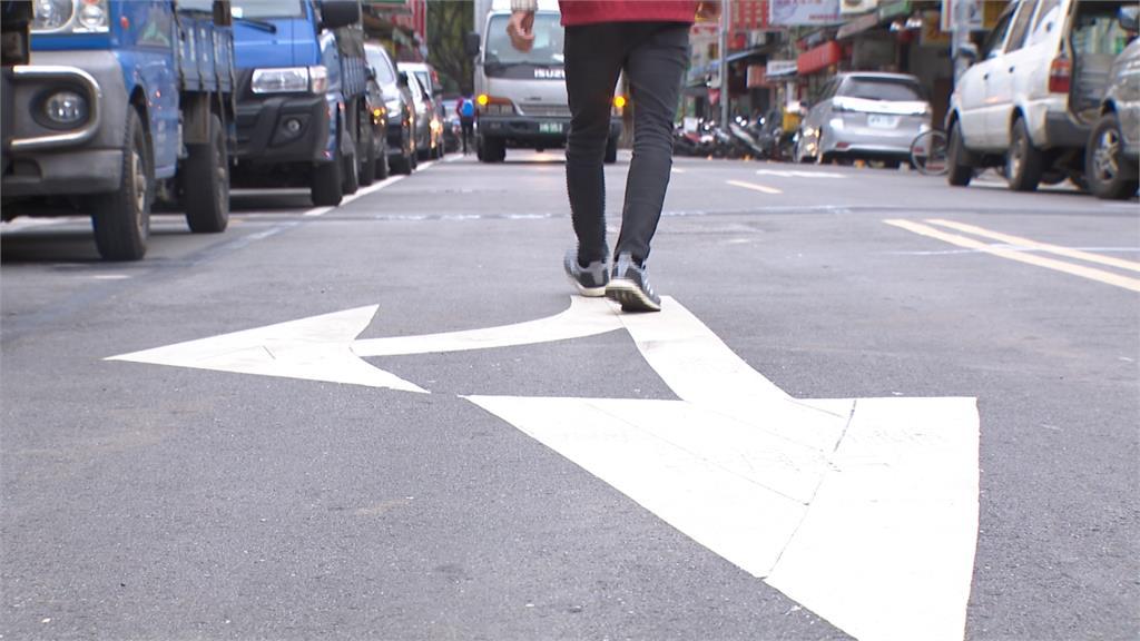 走路要靠右邊?數據統計「順向走」車禍致死率達82%