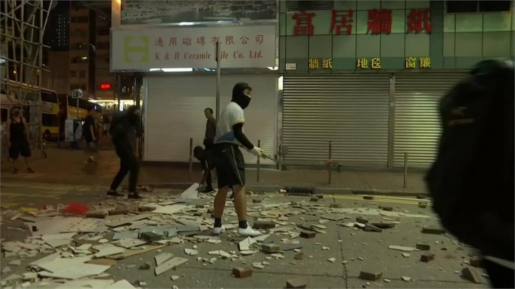 香港三罷警實彈射擊 中彈青年性命垂危