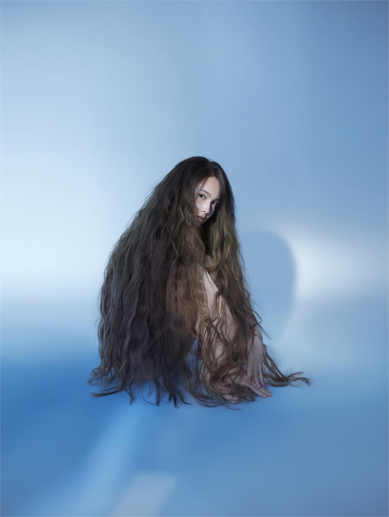 楊丞琳婚後大尺度解放 新專輯照片「全裸」看透透?