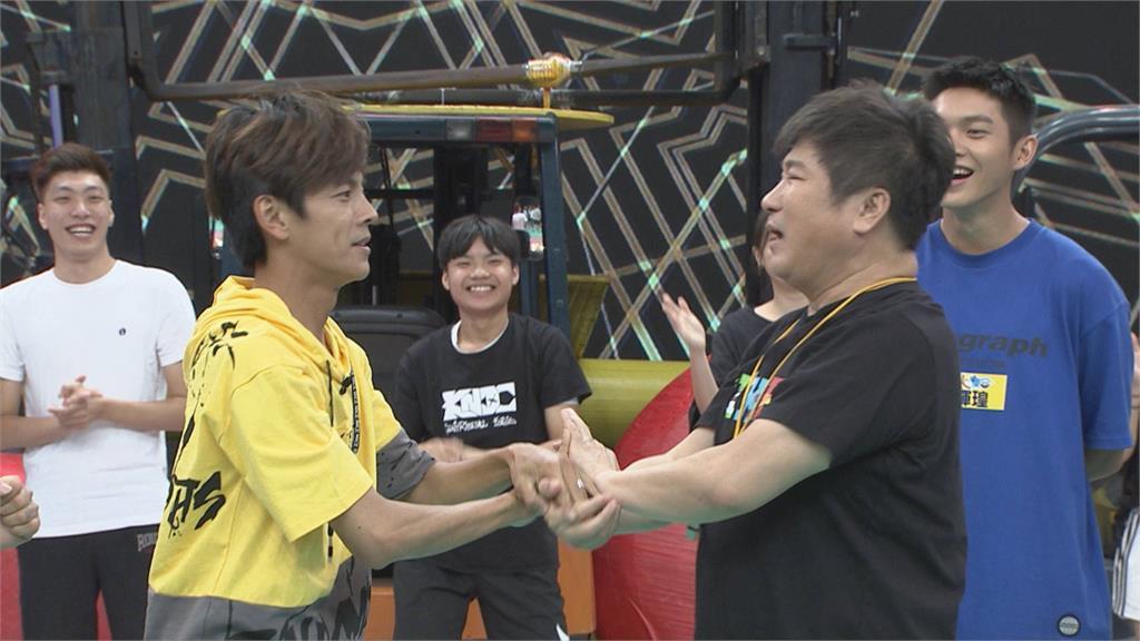 《綜藝大集合》胡瓜與阿翔0默契!麻花捲舞親密接觸兩人崩潰喊「噁心」