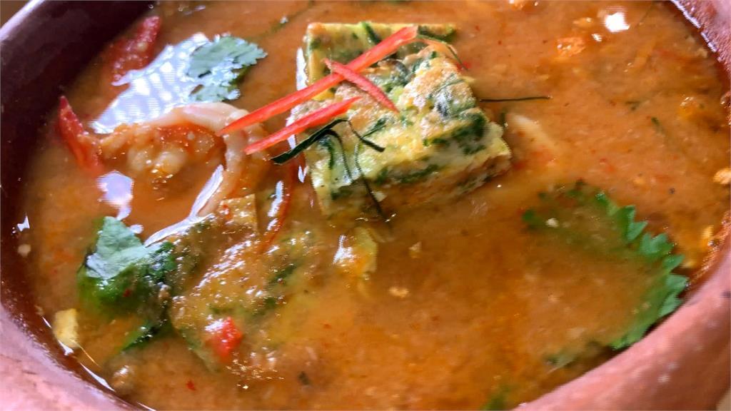 越臭越好吃?臭菜加入泰國酸咖哩蝦湯 炙燒榴槤做成飯