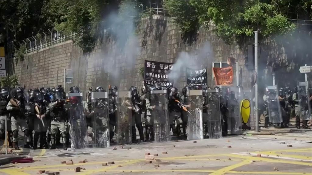 反送中/催淚彈、汽油彈齊飛!香港各級學校周一仍停課