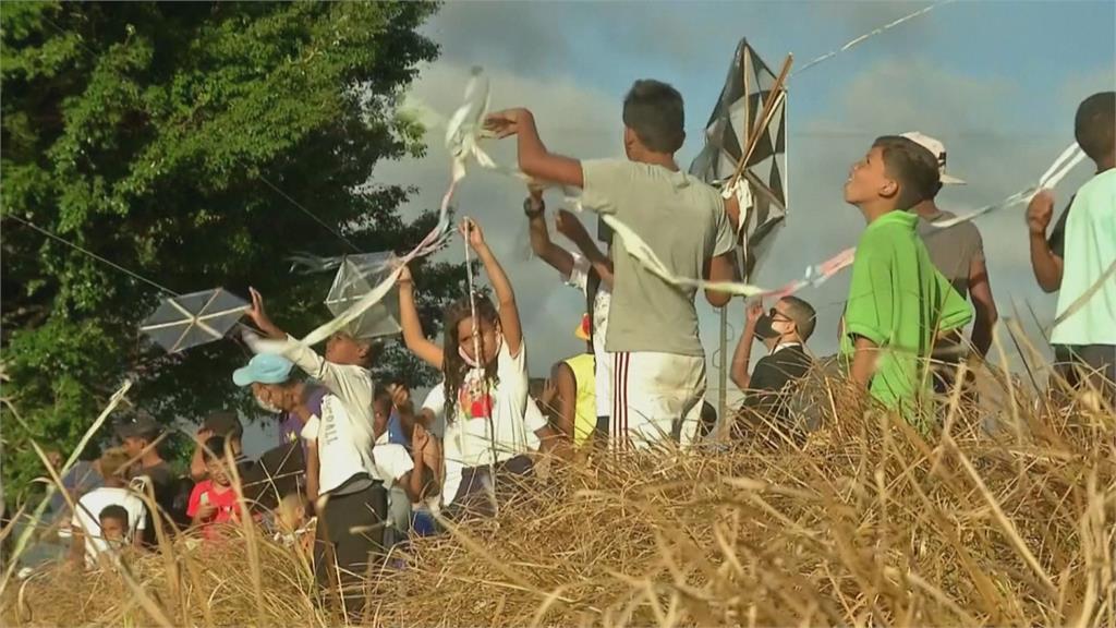 委內瑞拉建國400年 民眾放上百風箏慶賀