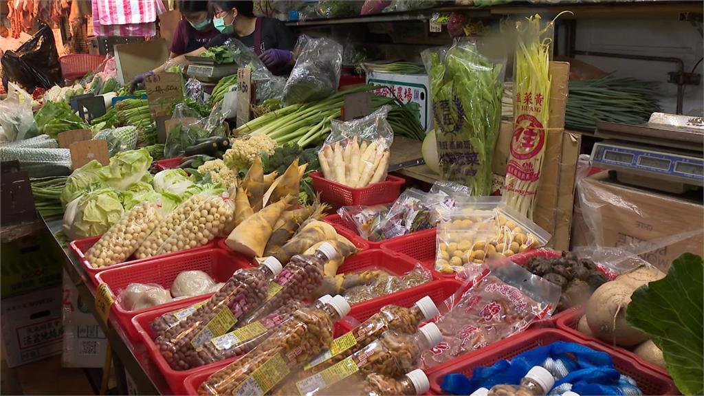 雨彈轟炸蔬菜受水傷!高麗菜批發價貴7成