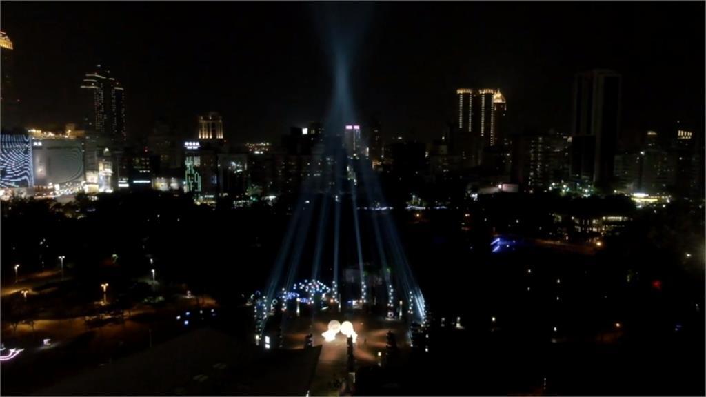 2019高雄追光季開跑 120米高「光之耶誕樹」吸睛