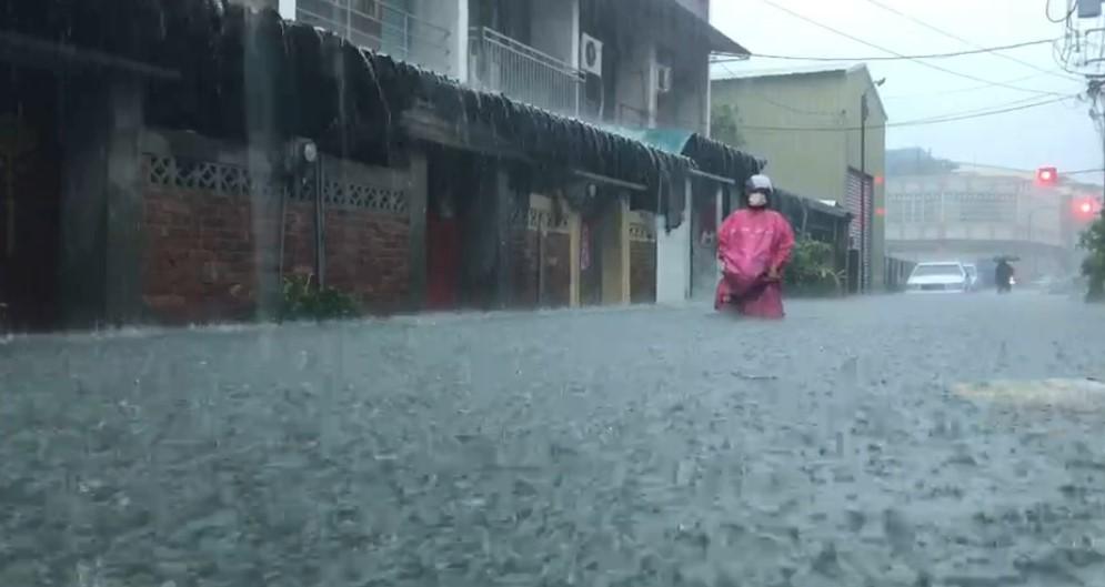 快新聞/豪雨致災!雲林縣北港鎮今中午12點起停班課