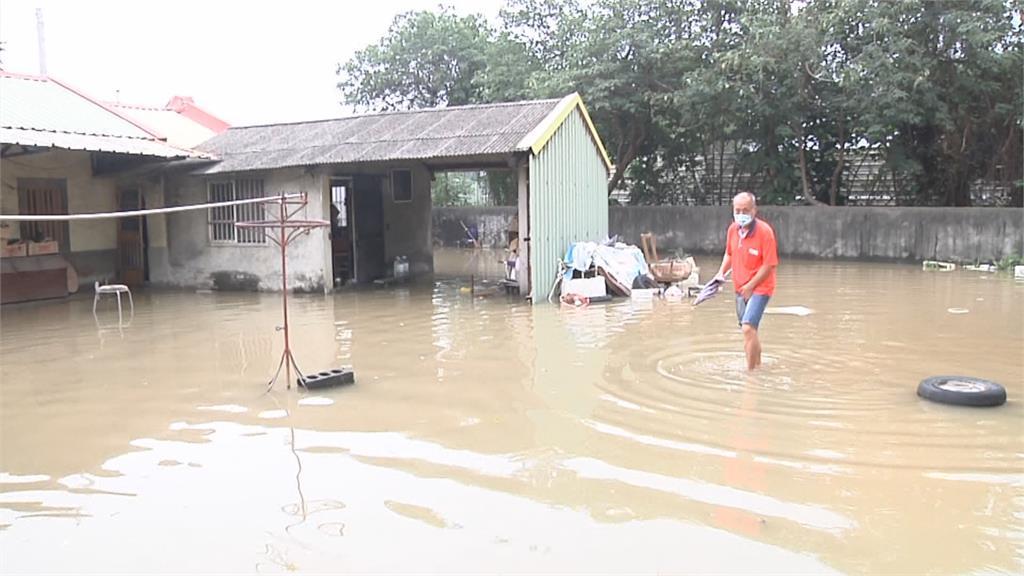 最倒楣! 雨勢暫歇 他家三合院還在淹水