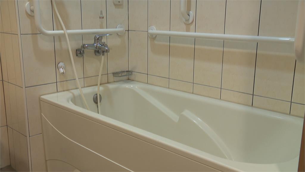 浴室防滑尤其重要 止滑扶手.防滑墊.防滑磁磚