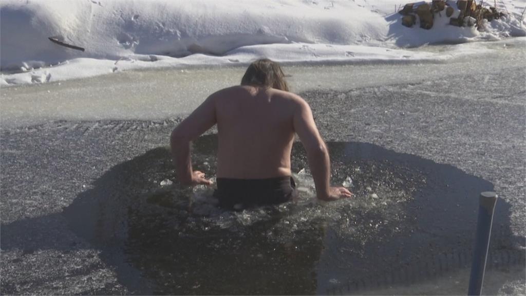 荷蘭市區跳河冰泳 英國封城後民眾瘋海泳