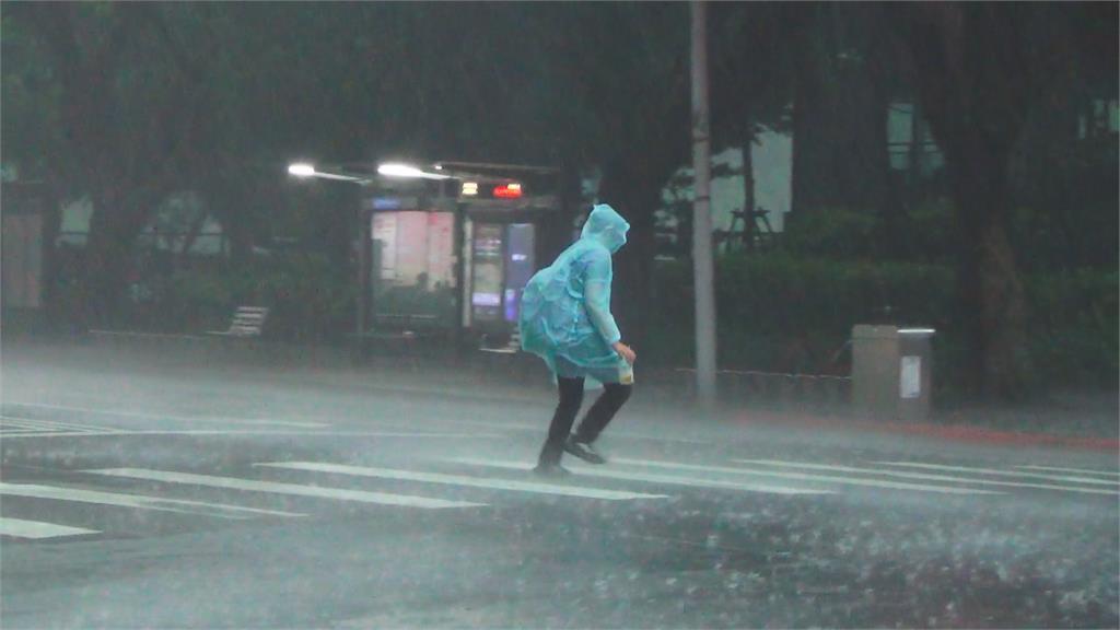 快新聞/ 北北基等16縣市大雨特報 防雷擊強陣風