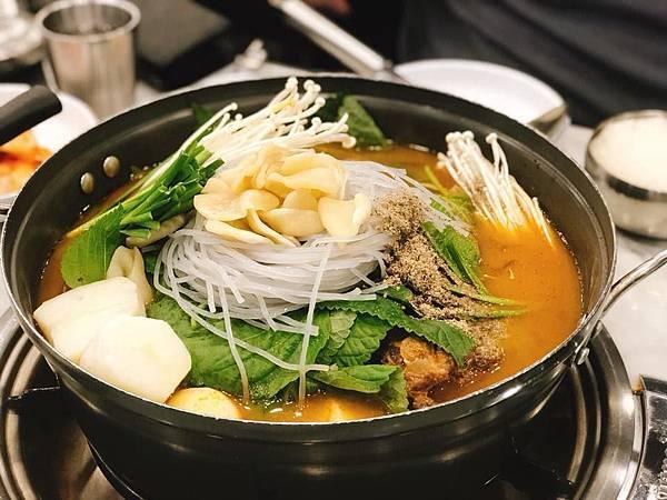 影/降血壓、提升免疫力!韓國媳婦示範:「韓式馬鈴薯湯」 (감자탕)食譜與步驟作法公開...