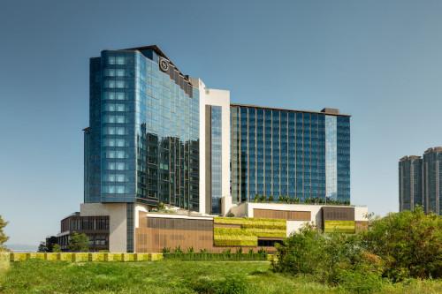 全新香港東涌世茂喜來登酒店現正開幕,落户風景如畫的香港大嶼山