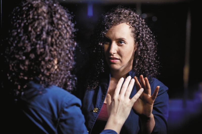 【鏡相人間】與幻覺共處 思覺失調症病友瑞秋史塔專訪之二